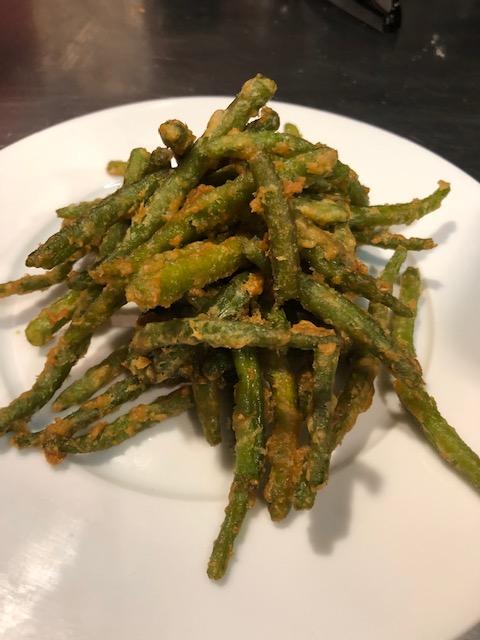 Salade de haricots verts en tempura de coco