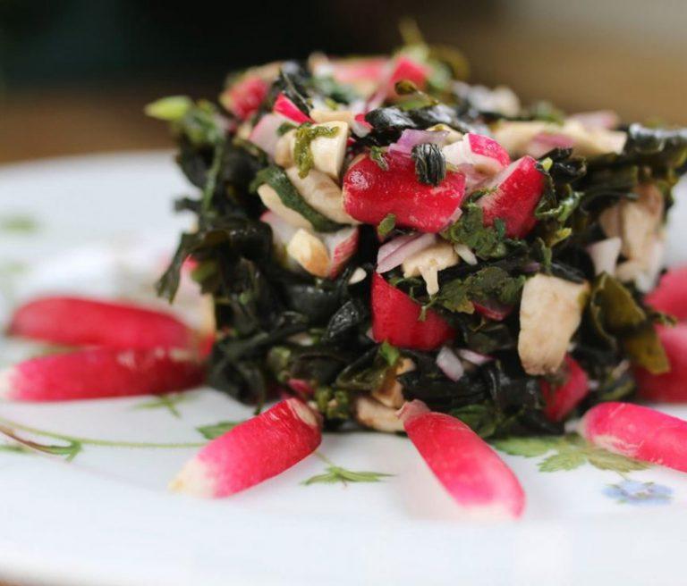 Tartare de radis aux algues, sauce onctueuse aux fanes de radis